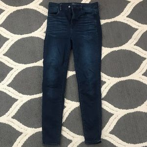 American Eagle Super High Waisted Jeans size 4